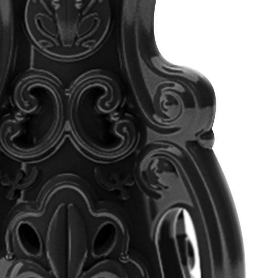 schwarz, glänzend lackiert